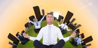 Η σύνθετη εικόνα επιχειρηματιών zen στο λωτό θέτει Στοκ Φωτογραφία