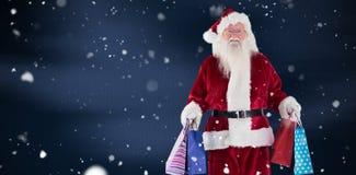 Η σύνθετη εικόνα του santa φέρνει μερικές τσάντες Χριστουγέννων Στοκ Φωτογραφία