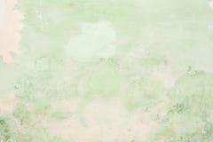 Η σύσταση του παλαιού παλαιού τοίχου είναι πράσινη, υπάρχουν σπασίματα του άσπρου προστατευτικού στρώματος του ασβεστοκονιάματος  Στοκ εικόνες με δικαίωμα ελεύθερης χρήσης