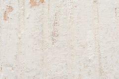 Η σύσταση του παλαιού τοίχου είναι άσπρη, υπάρχουν σπασίματα του άσπρου προστατευτικού στρώματος του ασβεστοκονιάματος Στοκ Εικόνα
