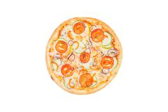 Η τέλεια πίτσα με τις φέτες των ντοματών συμπιέζει το κρεμμύδι και το γλυκό πιπέρι που απομονώνονται σε ένα άσπρο υπόβαθρο Τοπ όψ Στοκ φωτογραφία με δικαίωμα ελεύθερης χρήσης