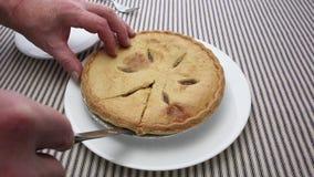 Η τέμνουσα πίτα μήλων ατόμων κλείνει την άποψη φιλμ μικρού μήκους
