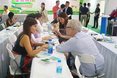 Η τέταρτη σύνοδος της έκθεσης ανταλλαγής προγράμματος φιλανθρωπίας της Κίνας στο κέντρο Συνθηκών και έκθεσης Shenzhen Στοκ Φωτογραφία