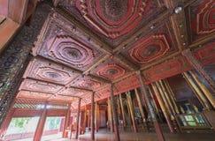 Η τέχνη της ξύλινης γλυπτικής στο ανώτατο όριο Wat Chom Sawan Phera Στοκ Εικόνα