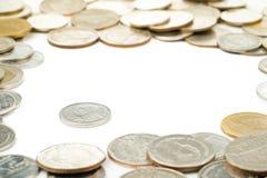 Η Ταϊλάνδη νομίσματα ενός μπατ, ταϊλανδικά νομίσματα μολύβδου περιβλήθηκε από Ταϊλανδό Στοκ Εικόνα