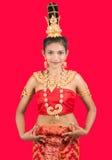 Η ταϊλανδική κυρία σε παραδοσιακό θέτει στοκ φωτογραφία με δικαίωμα ελεύθερης χρήσης