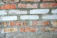 Η τεκτονική είναι από άσπρα και κόκκινα τούβλα Στοκ Φωτογραφία