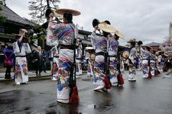 Η τελετή ομάδας ` s στο φεστιβάλ Takayama
