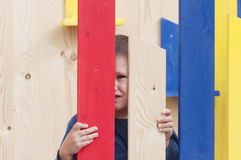 Η τετραετής δορά παιχνιδιού αγοριών - και - επιδιώκει Στοκ Εικόνες