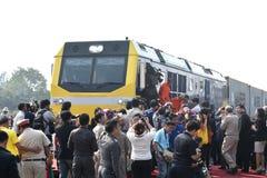 Η τελετή μεταφοράς της diesel-ηλεκτρικής ατμομηχανής για να δηλώσει το σιδηρόδρομο της Ταϊλάνδης Στοκ Φωτογραφία