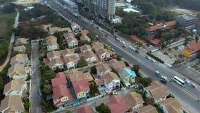 Η τοπ άποψη της παλαιάς πόλης με το κόκκινο πορτοκάλι κεράμωσε τις στέγες των σπιτιών Ιδιωτικά σπίτια με τις πορτοκαλιές στέγες κ απόθεμα βίντεο