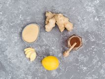 Η τοπ άποψη της φέτας πιπεροριζών, ρίζα πιπεροριζών, ginder κονιοποιεί, λεμόνι και μέλι Στοκ Φωτογραφία