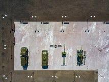 Η τοπ άποψη του πάρκου με τα μνημεία και τα μνημεία που αποτελούνται από τις δεξαμενές, των πυροβόλων και των τεθωρακισμένων οχημ στοκ φωτογραφία με δικαίωμα ελεύθερης χρήσης