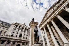 Η Τράπεζα της Αγγλίας, ευρεία άποψη γωνίας, πόλη του Λονδίνου, UK στοκ εικόνες