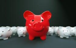 Η τράπεζα Piggy σώζει την επένδυση χρημάτων Στοκ φωτογραφία με δικαίωμα ελεύθερης χρήσης