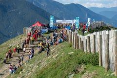 Η τρέχοντας φυλή πρωταθλημάτων παγκόσμιων βουνών τελειώνει στοκ φωτογραφία