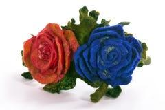 Η τρίχα περικαλυμμάτων με μια διακοσμητική διακόσμηση υπό μορφή λουλουδιών από το μαλλί Στοκ φωτογραφίες με δικαίωμα ελεύθερης χρήσης