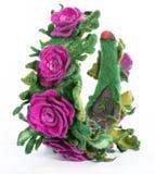 Η τρίχα περικαλυμμάτων με μια διακοσμητική διακόσμηση υπό μορφή λουλουδιών από το μαλλί Στοκ Εικόνες
