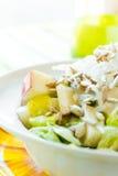 Η τραγανές Apple και σαλάτα σπόρου ηλίανθων Στοκ Φωτογραφία