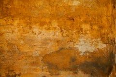 Η τραχιά επιφάνεια της τραχιάς πέτρας κίτρινης Ανασκόπηση στο ύφος grunge Στοκ Εικόνες