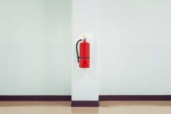 η τρισδιάστατη εικόνα πυρκαγιάς πυροσβεστήρων ανασκόπησης απομόνωσε το λευκό Στοκ Εικόνα