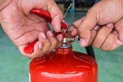 η τρισδιάστατη εικόνα πυρκαγιάς πυροσβεστήρων ανασκόπησης απομόνωσε το λευκό Στοκ Φωτογραφία