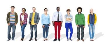 η τρισδιάστατη ομάδα ανασκόπησης που απομονώνεται αντιτίθεται σειρά ανθρώπων που στέκεται άσπρη Στοκ φωτογραφία με δικαίωμα ελεύθερης χρήσης