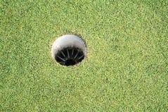Η τρύπα γκολφ είναι ο προορισμός όλου του ανταγωνισμού γκολφ στοκ εικόνες
