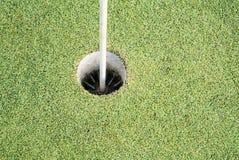 Η τρύπα γκολφ είναι ο προορισμός όλου του ανταγωνισμού γκολφ στοκ φωτογραφία