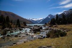 Η τυρκουάζ λίμνη Xinluhai στο Θιβέτ Στοκ φωτογραφίες με δικαίωμα ελεύθερης χρήσης