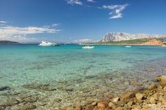 Η τυρκουάζ θάλασσα της Σαρδηνίας Στοκ Φωτογραφία