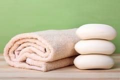η υγεία καθαρότητας ανασκόπησης απομόνωσε το λευκό πετσετών σαπουνιών υποχρέωσης Στοκ φωτογραφίες με δικαίωμα ελεύθερης χρήσης