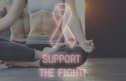 Η υγειονομική περίθαλψη ελπίδας καρκίνου του μαστού θεωρεί την έννοια στοκ εικόνες με δικαίωμα ελεύθερης χρήσης