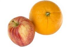 Η υγιής κόκκινη Apple με το Juicy πορτοκάλι Στοκ Φωτογραφία