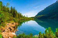 Η υδατώδης επιφάνεια μιας όμορφης λίμνης στο Tatras στοκ φωτογραφία με δικαίωμα ελεύθερης χρήσης