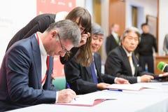 Η υπογραφή της συμφωνίας προσηλωμένου SCP Στοκ φωτογραφία με δικαίωμα ελεύθερης χρήσης