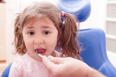 Η υποδοχή στον οδοντίατρο στοκ εικόνες