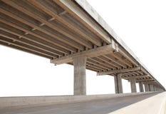 Η υπό δομή γεφυρών τσιμέντου απομόνωσε την άσπρη χρήση υποβάθρου για για πολλές χρήσεις στοκ εικόνες