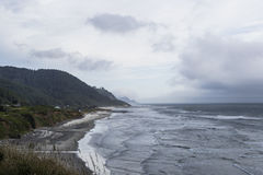 Η δυτική ακτή, η παραλία, η θάλασσα και ο ορίζοντας στοκ εικόνες