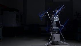 Η υψηλή τεχνολογία νόθεψε τις ηλεκτρονικό επικοινωνίες, το ραδιόφωνο ή την κεραία TV Επίδειξη της κεραίας υψηλής τεχνολογίας συσκ Στοκ Φωτογραφία