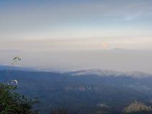 Η υψηλή άποψη βουνών στοκ εικόνα με δικαίωμα ελεύθερης χρήσης