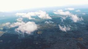 Η υψηλότερη πτήση στο copter Η υψηλότερη πτήση πέρα από το έδαφος επάνω από τα σύννεφα Russiya απόθεμα βίντεο