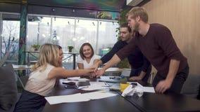 Η φιλική ομάδα είναι πολύ ευτυχής που έχουν βρεί μια λύση για την εξέλιξη και την αύξηση της παραγωγικότητας του τους απόθεμα βίντεο