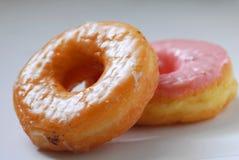 Η φράουλα και doughnut γεύσης ζάχαρης είναι γλυκές Στοκ εικόνες με δικαίωμα ελεύθερης χρήσης