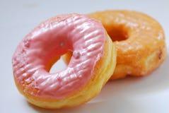 Η φράουλα και doughnut γεύσης ζάχαρης είναι γλυκές Στοκ Εικόνα