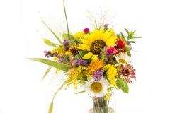 Η φρέσκια ανθοδέσμη των θερινών λουλουδιών δεν απομόνωσε κανένα λευκό Στοκ εικόνες με δικαίωμα ελεύθερης χρήσης