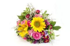 Η φρέσκια ανθοδέσμη των θερινών λουλουδιών δεν απομόνωσε κανένα λευκό Στοκ Εικόνα