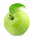 Η φρέσκια πράσινη Apple με το φύλλο που απομονώνεται στο άσπρο υπόβαθρο Στοκ Εικόνα