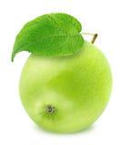 Η φρέσκια πράσινη Apple με το φύλλο που απομονώνεται στο άσπρο υπόβαθρο Στοκ Φωτογραφία