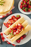 Η φρέσκια φράουλα γαλλικά Crepes Στοκ εικόνες με δικαίωμα ελεύθερης χρήσης